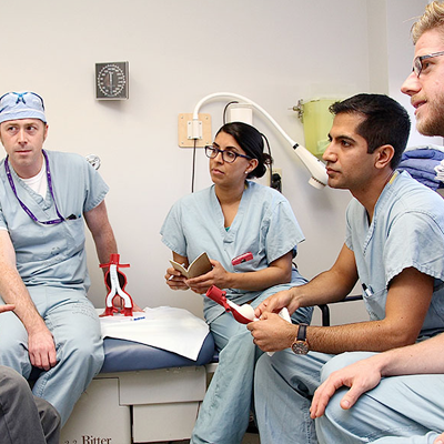 A group of doctors discussing something while sitting in a circle